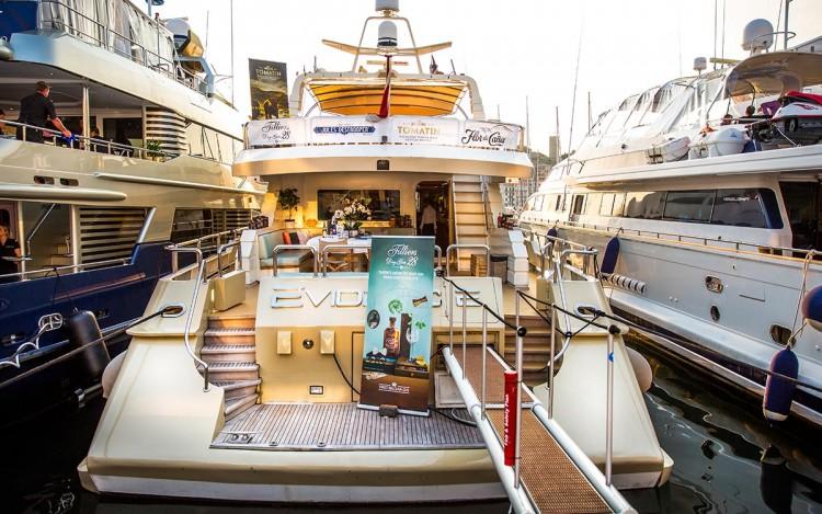 yacht quai Festival Cannes