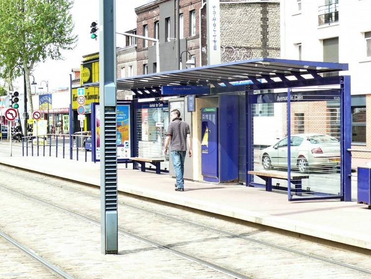 Tramway_de_Rouen_-_Abris_Wilmotte